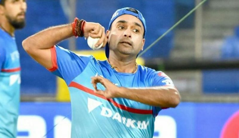 Amit Mishra is known to keep a light atmosphere in the Delhi Capitals dressing room (Image source - Twitter)