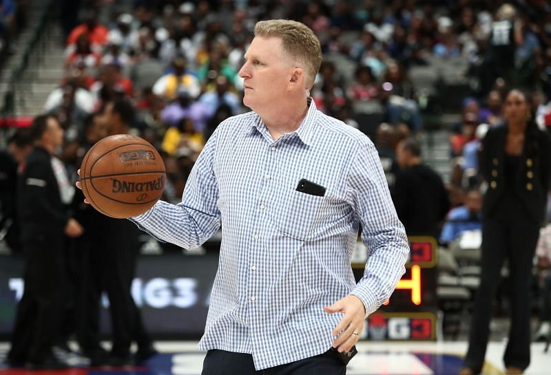 Michael Rapaport dribbles the ball during Week 9 of the BIG3 in Dallas