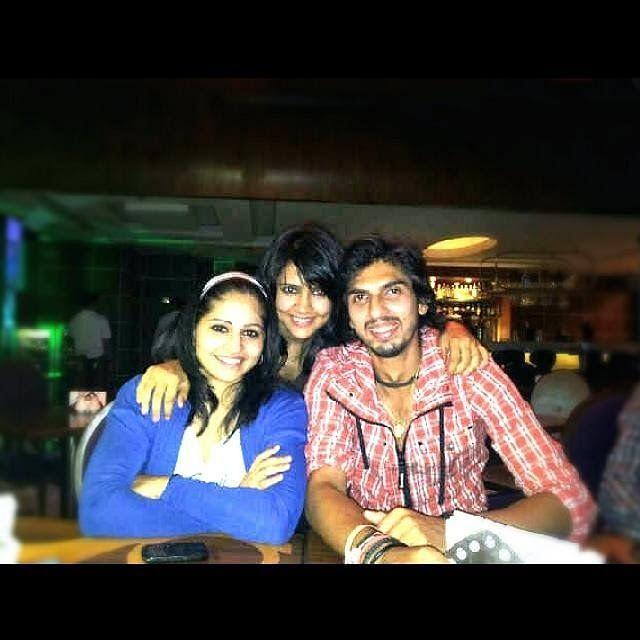 Ishant Sharma with Wife and friends