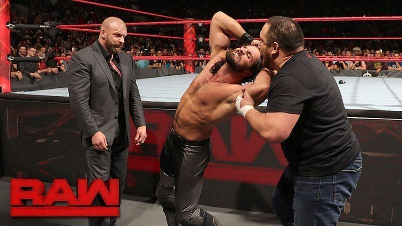 WWE सुपरस्टार समोआ जो, सैथ रॉलिंस और ट्रिपल एच