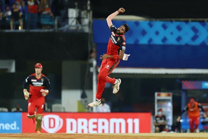 Mohammed Siraj celebrates a wicket at IPL 2021.