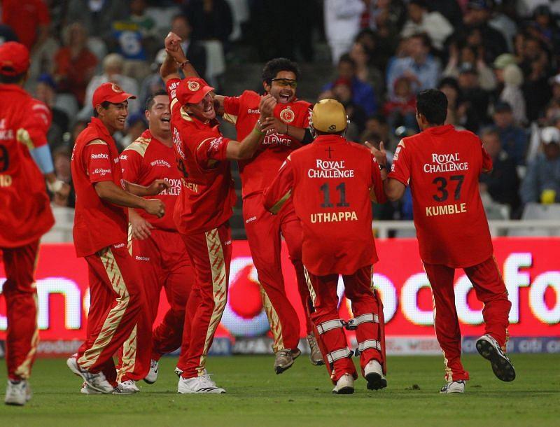 RCB celebrate the wicket of Ravindra Jadeja