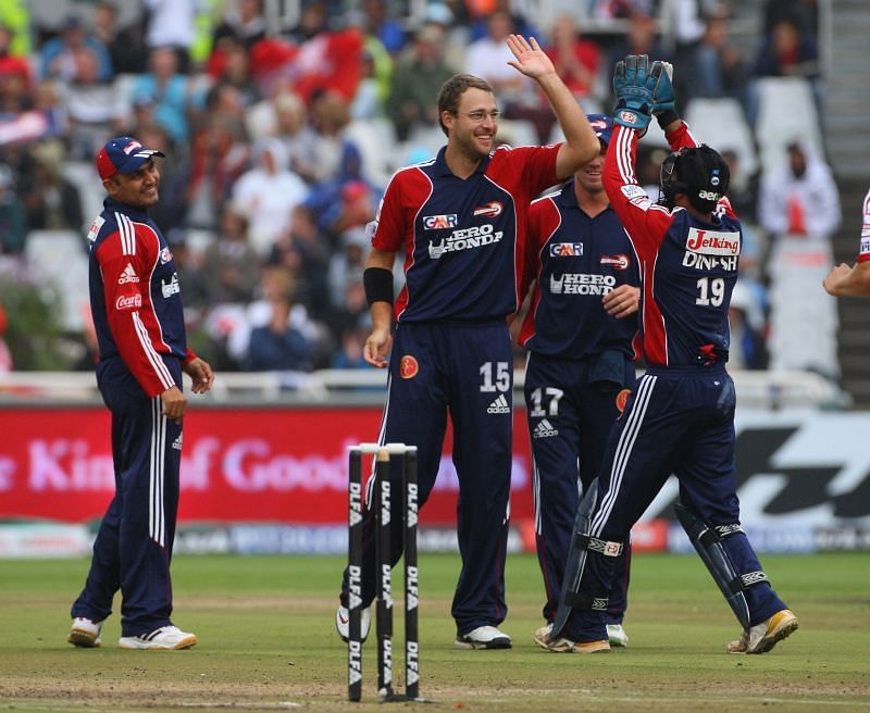 Daniel Vettori, here in IPL 2009, helped Delhi during the later stages of the game with his bowling