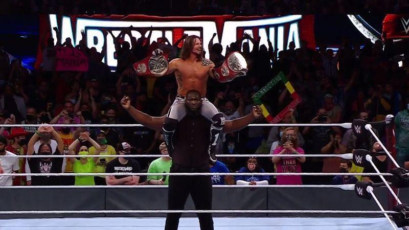 एजे स्टाइल्स और ओमोस बने Raw टैग टीम चैंपियंस