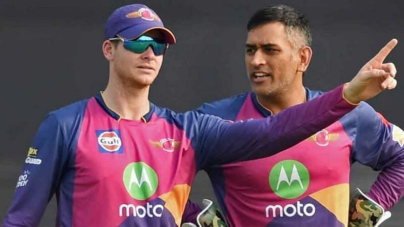 Steve Smith (L) and MS Dhoni