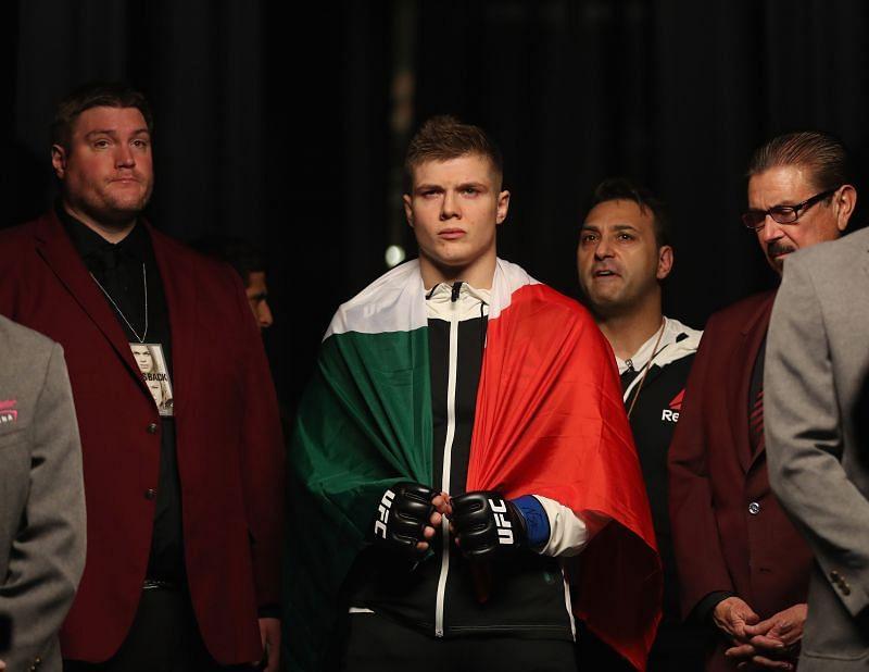 UFC 207: Carlos Junior v Vettori