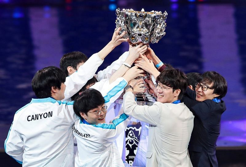DWG with the 2020 League of Legends Worlds trophy (Image via Riot Games - League of Legend)s