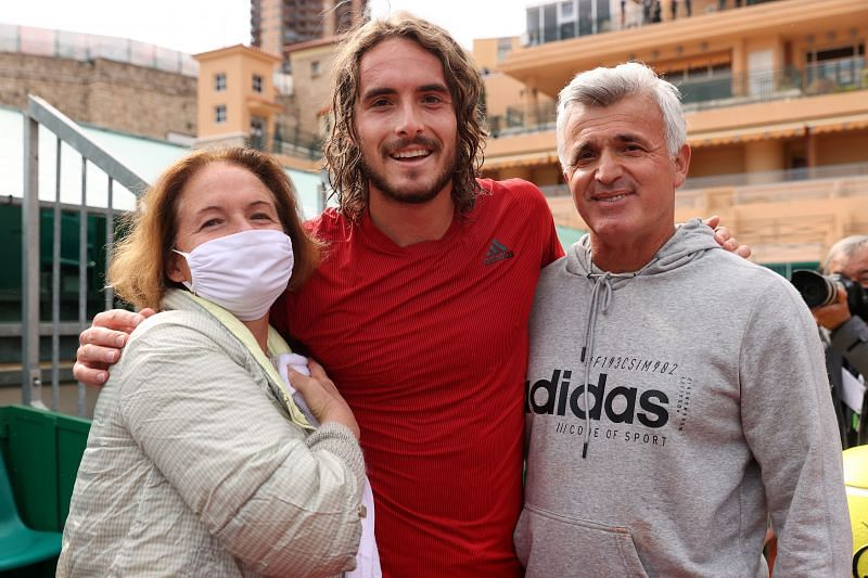 Stefanos Tsitsipas poses with his family at Monte Carlo