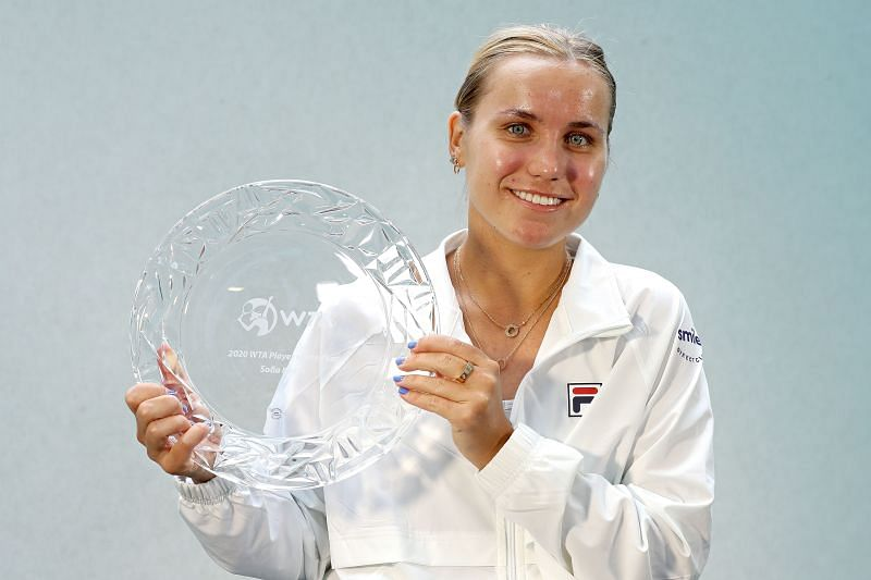 Sofia Kenin with the the 2020 WTA Player of the Year award