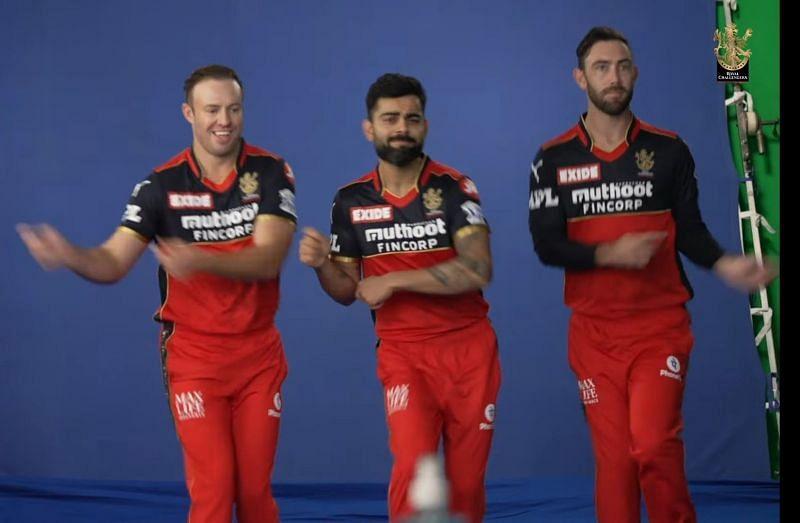 AB de Villiers (left), Virat Kohli (centre) and Glenn Maxwell (PC: RCB)