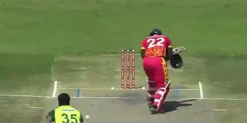 अर्शद इकबाल की बाउंसर पर बल्लेबाज का हेलमेट टूटा