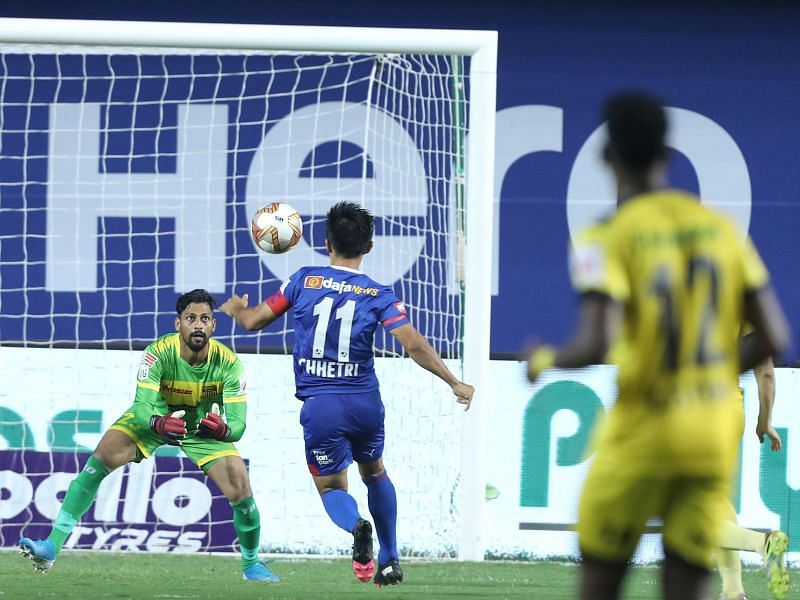 Hyderabad FC goalkeeper Laxmikant Kattimani in action against Bengaluru FC