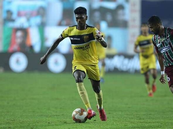 Liston Colaco playing against ATK Mohun Bagan FC in the ISL.