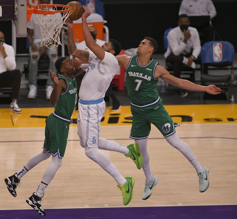 Anthony Davis #3 goes to the hoop against Josh Richardson #0 and Dwight Powell #7.