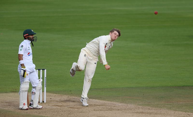 Dom Bess (R) in his bowling action.