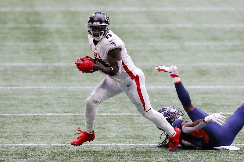 Atlanta Falcons wide receiver Julio Jones escapes Denver