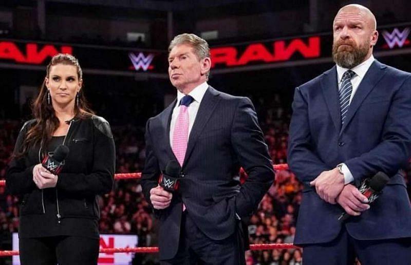 WWE चेयरमैन विंस मैकमैहन, स्टैफनी मैकमैहन और ट्रिपल एच
