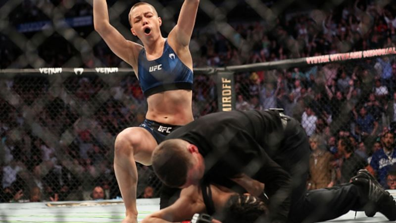 Rose Namajunas knocks Zhang Weili out at UFC 261 to win the UFC Strawweight title