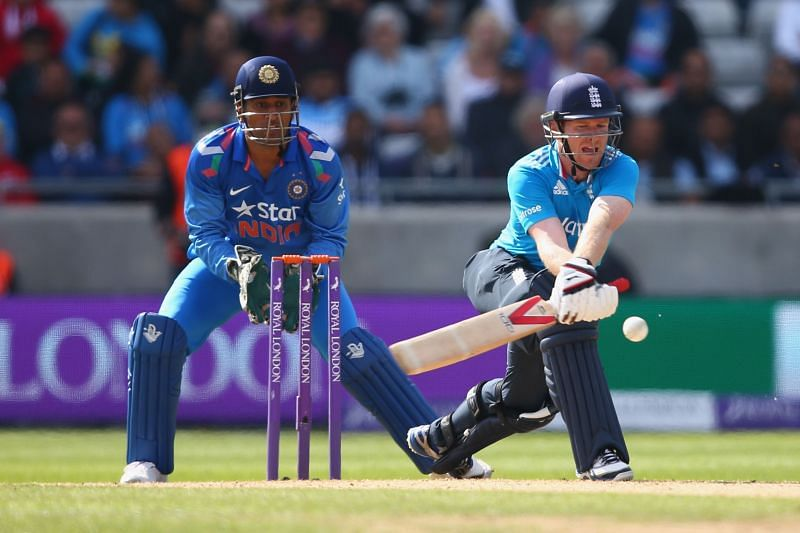 MS Dhoni (L) & Eoin Morgan will lead their respective teams.