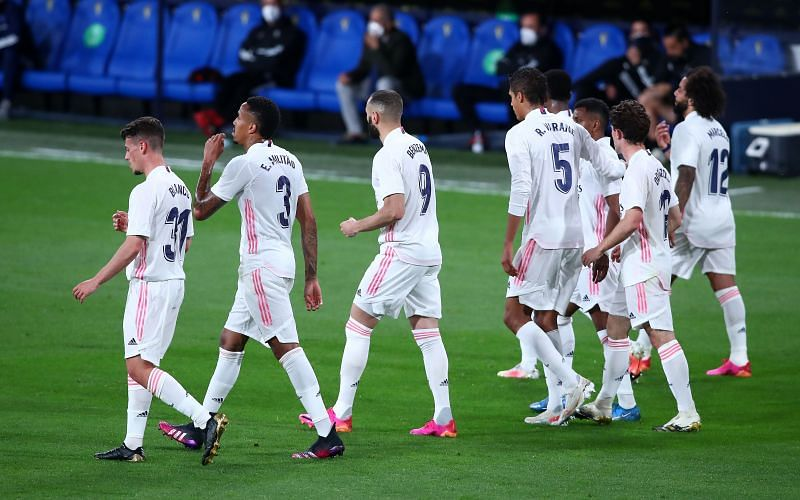 Real Madrid moved temporarily top of La Liga