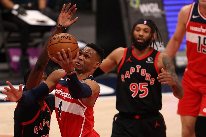 Russell Westbrook (#4) shoots the ball against the Toronto Raptors.