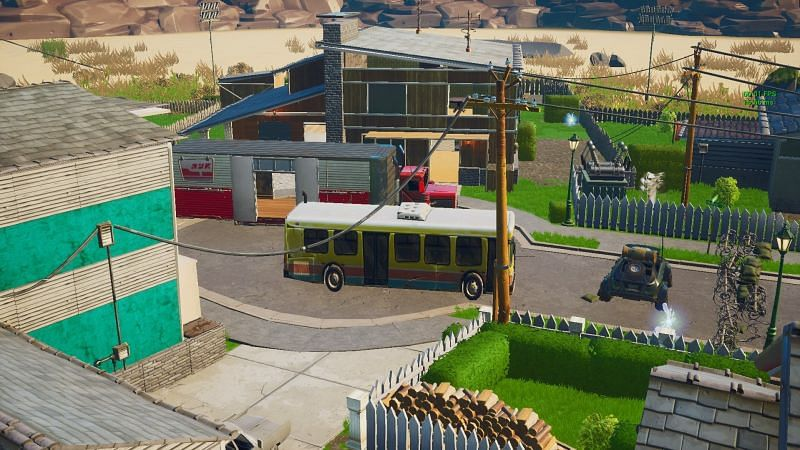 The map also has vehicles in the center, and players can enter them as well (Image via Epic Games)