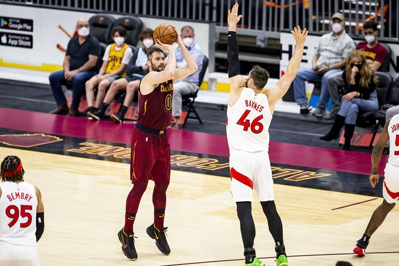 Kevin Love #0 shoots the ball over Aron Baynes #46