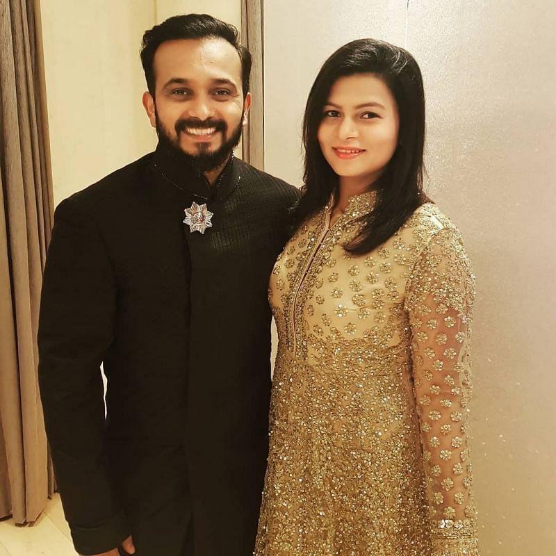 Kedar Jadhav with wife Snehal Jadhav