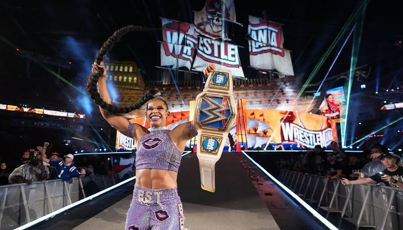 Bianca Belair holding up her new SmackDown Women's Championship