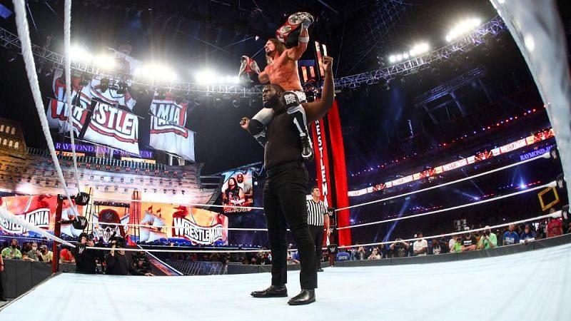 WWE Raw टैग टीम चैंपियंस ओमोस और एजे स्टाइल्स