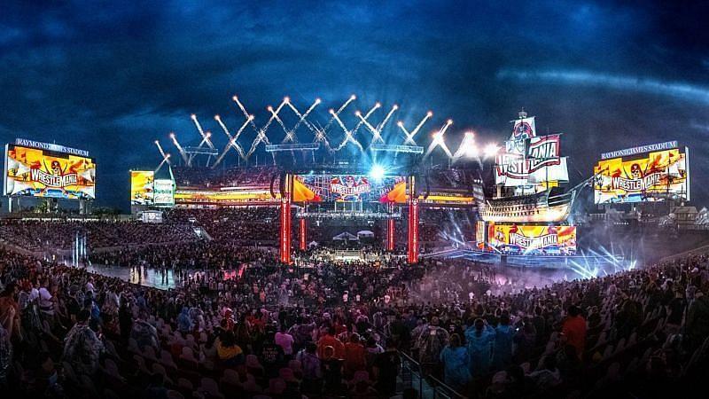 WWE रेसलमेनिया(WrestleMania) 37 नाईट 1 काफी शानदार रहा और एक साल बाद फैंस की वापसी देखने को मिली।
