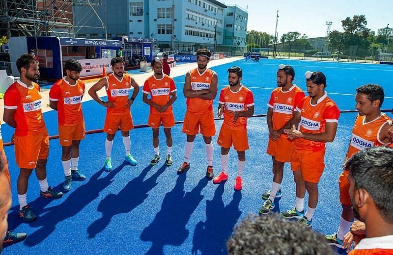 India captain Manpreet Singh discusses a point with teammates in Buenos Aires. (Source: HI)