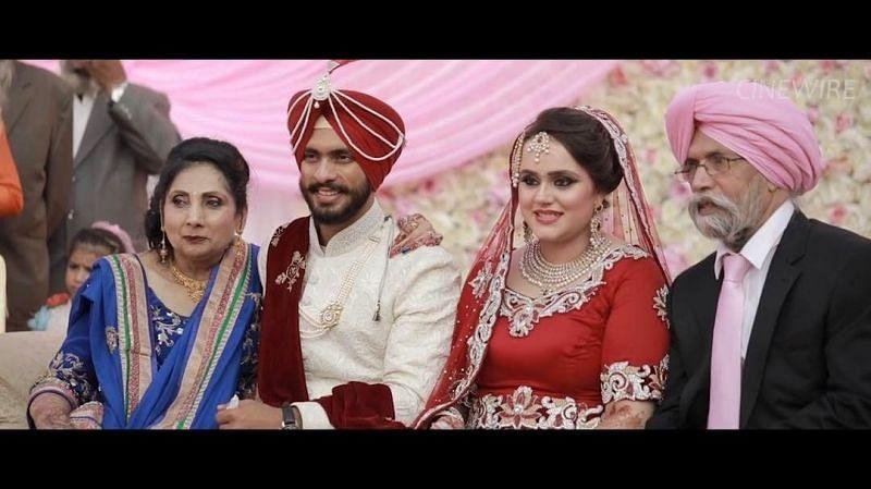 Mandeep Singh and Jagdeep Jaswal's wedding photos with family