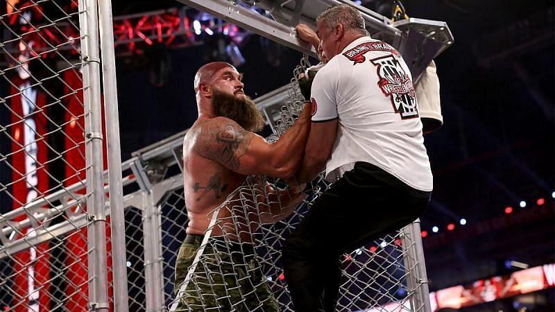 WrestleMania 37 मैच के दौरान ब्रॉन स्ट्रोमैन और शेन मैकमैहन