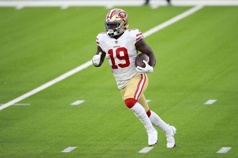 Deebo Samuel runs with the ball against the Los Angeles Rams on Nov. 29, 2020.