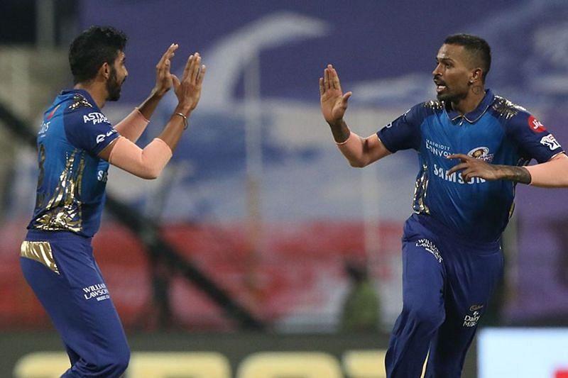 Jasprit Bumrah celebrates a wicket with Hardik Pandya (Image Courtesy: IPLT20.com)