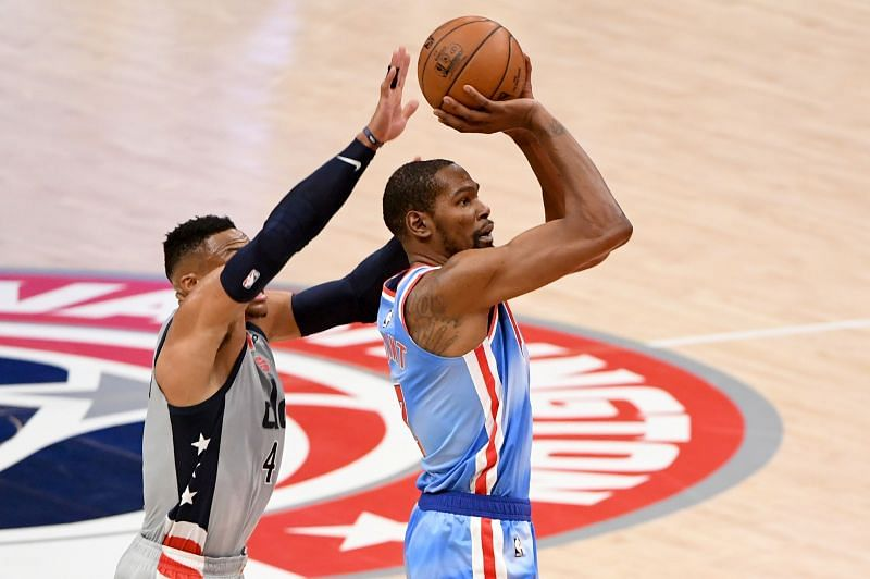 Kevin Durant #7 shoots in front of Russell Westbrook #4