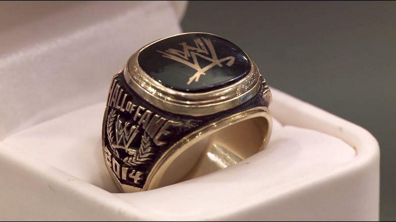 WWE memorabilia on Pawn Stars.