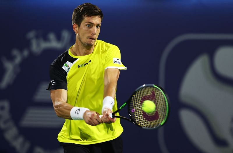 Aljaz Bedene hits a backhand
