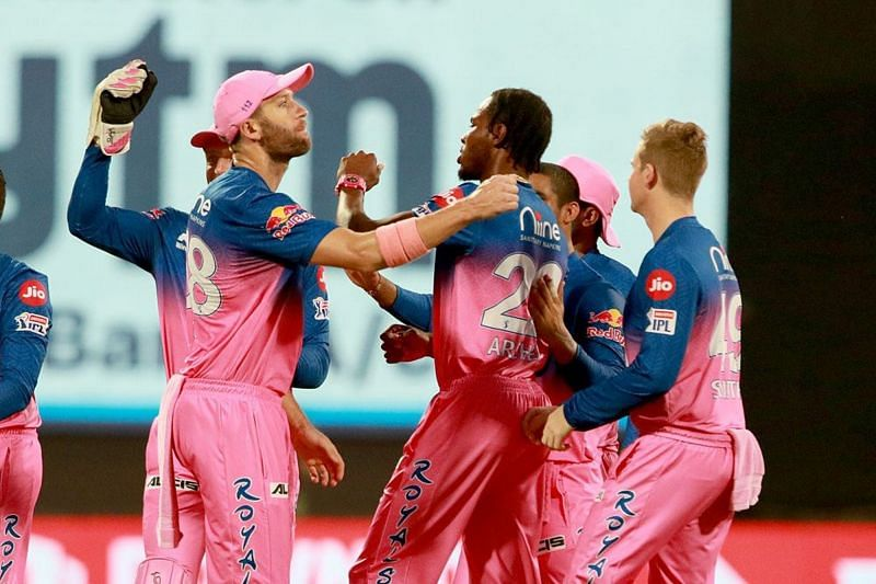 Andrew Tye celebrates with other players of Rajasthan Royals (Image Courtesy: IPLT20.com)