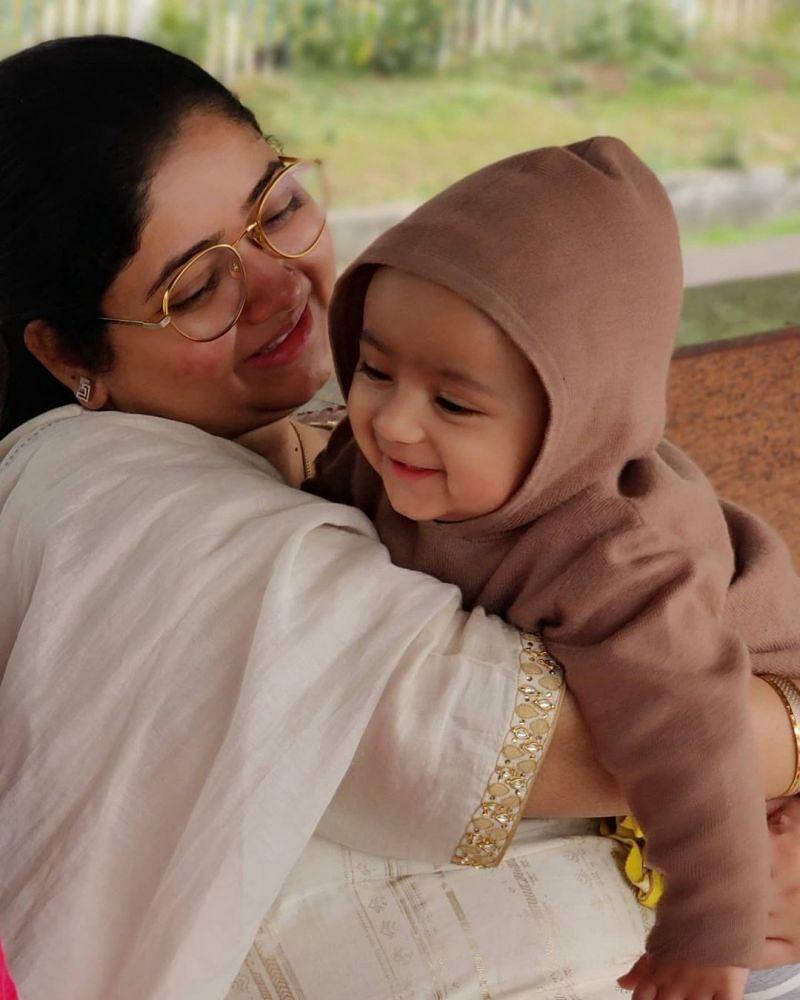 Shahbaz Nadeem Wife  Saman Akhtar