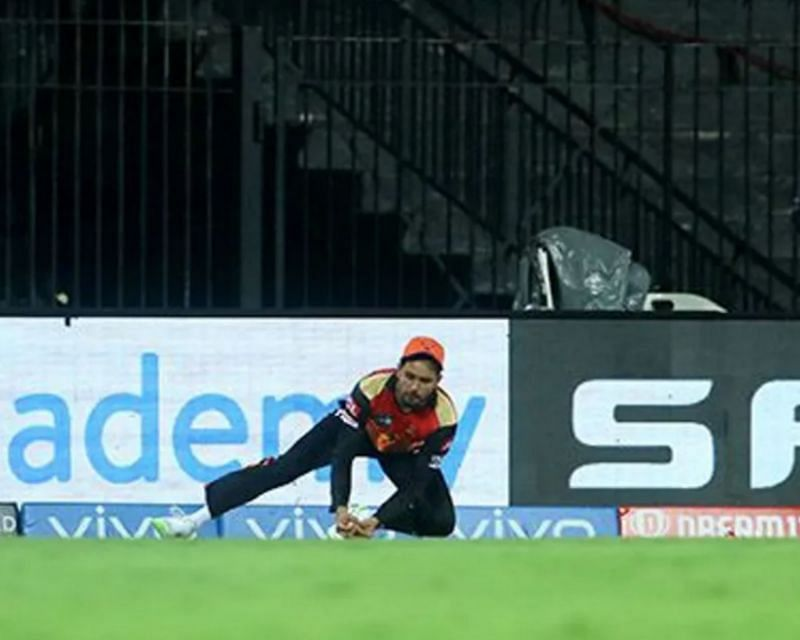 Manish Pandey takes a stunning catch to dismiss KKR
