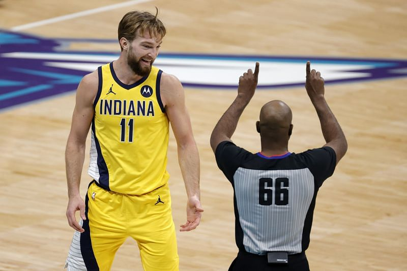 Domantas Sabonis (left) of the Indiana Pacers