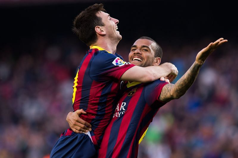 Dani Alves has asked Lionel Messi to stay put at Barcelona.