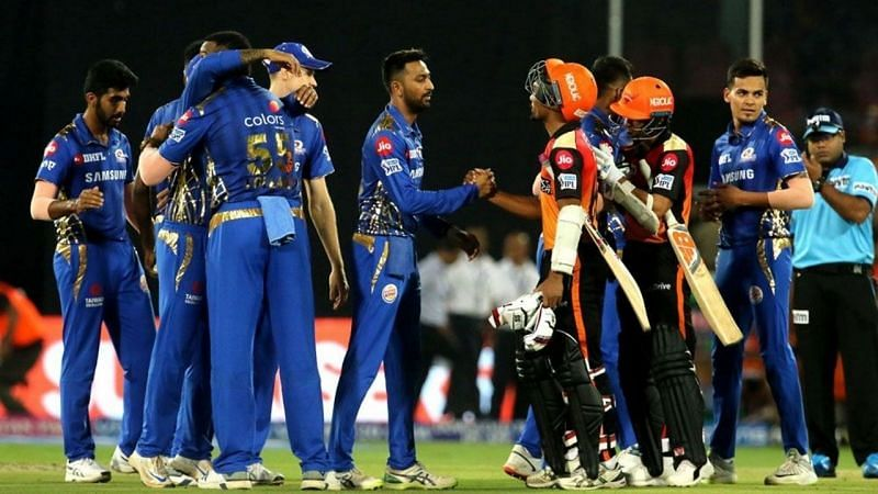 MI and SRH players shaking hands after a tightly fought contest.(Credits: thesportsrush.com)