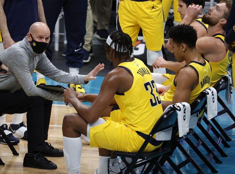 Head coach Nate Bjorkgren speaks with his team under a timeout.