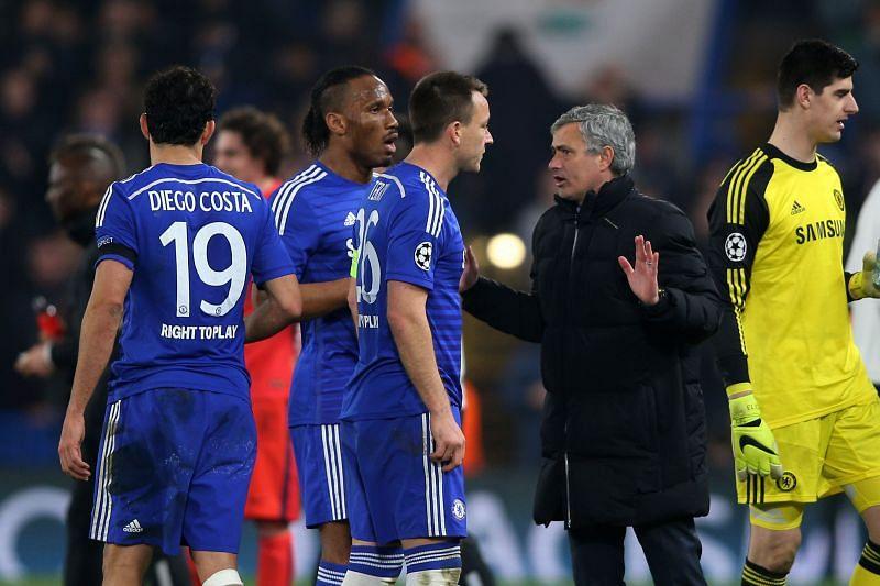 Jose Mourinho talks with Didier Drogba and John Terry