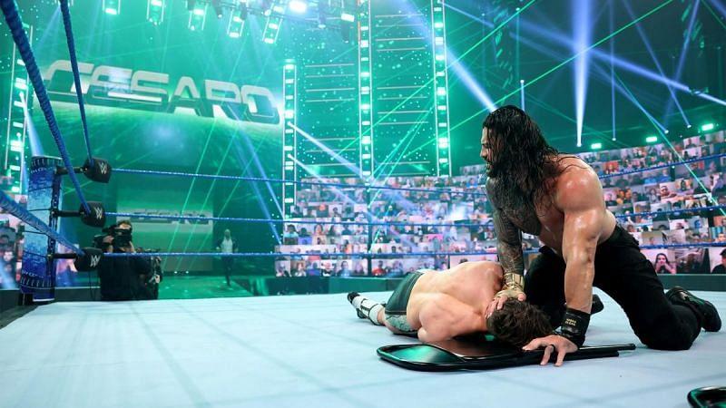 Roman Reigns beats Daniel Bryan on WWE SmackDown
