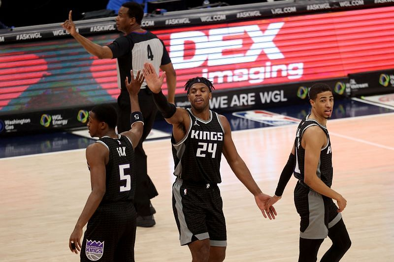 Buddy Hield #24 of the Sacramento Kings (Center) will be a key player in the absence of De