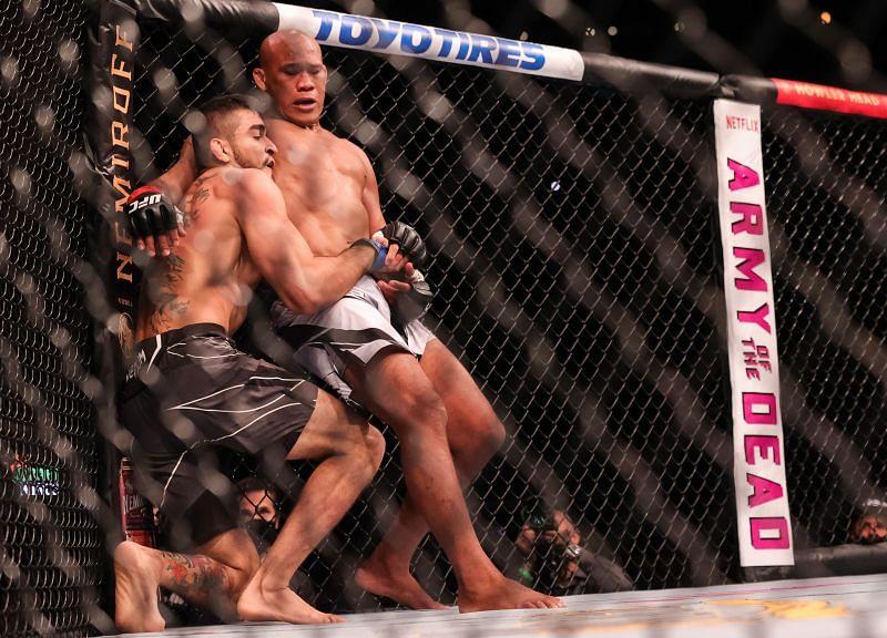 UFC 262: Jacare Souza v Andre Muniz